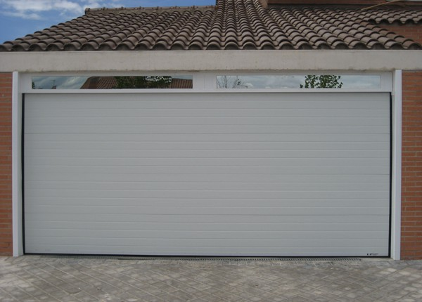 puerta seccional acanalada para garaje