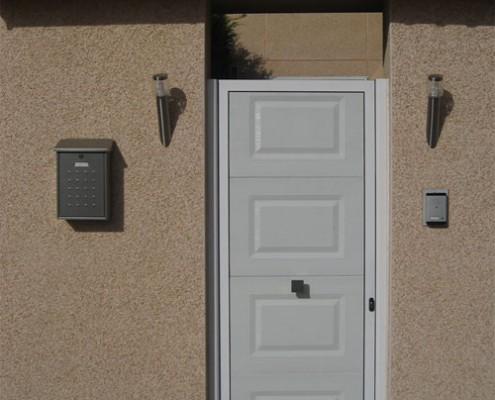 puerta peatonal de panel, blanco