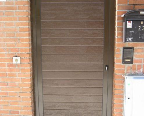 puerta peatonal de panel